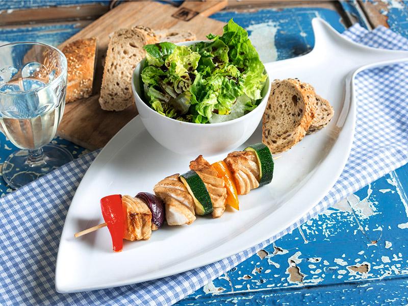 30 Minuten Gemüse Küche   Fisch Gemuse Spiesse Mit Romana Salat